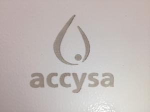 Marcado láser en puerta de contador accysa